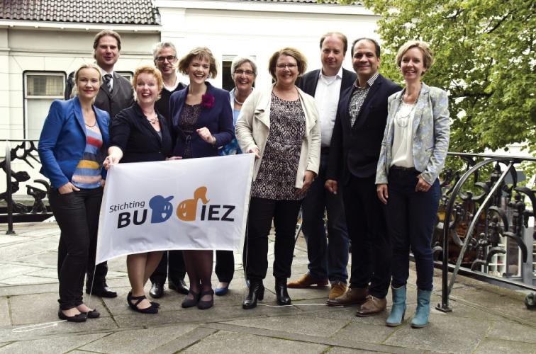 Huis aan huis Enschede – aftrap Stichting Buddiez 2015
